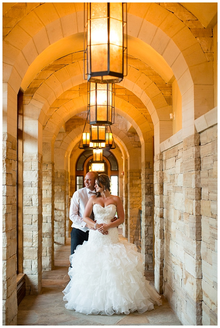 17 Bride and Groom in Hallway sanctuary golf course