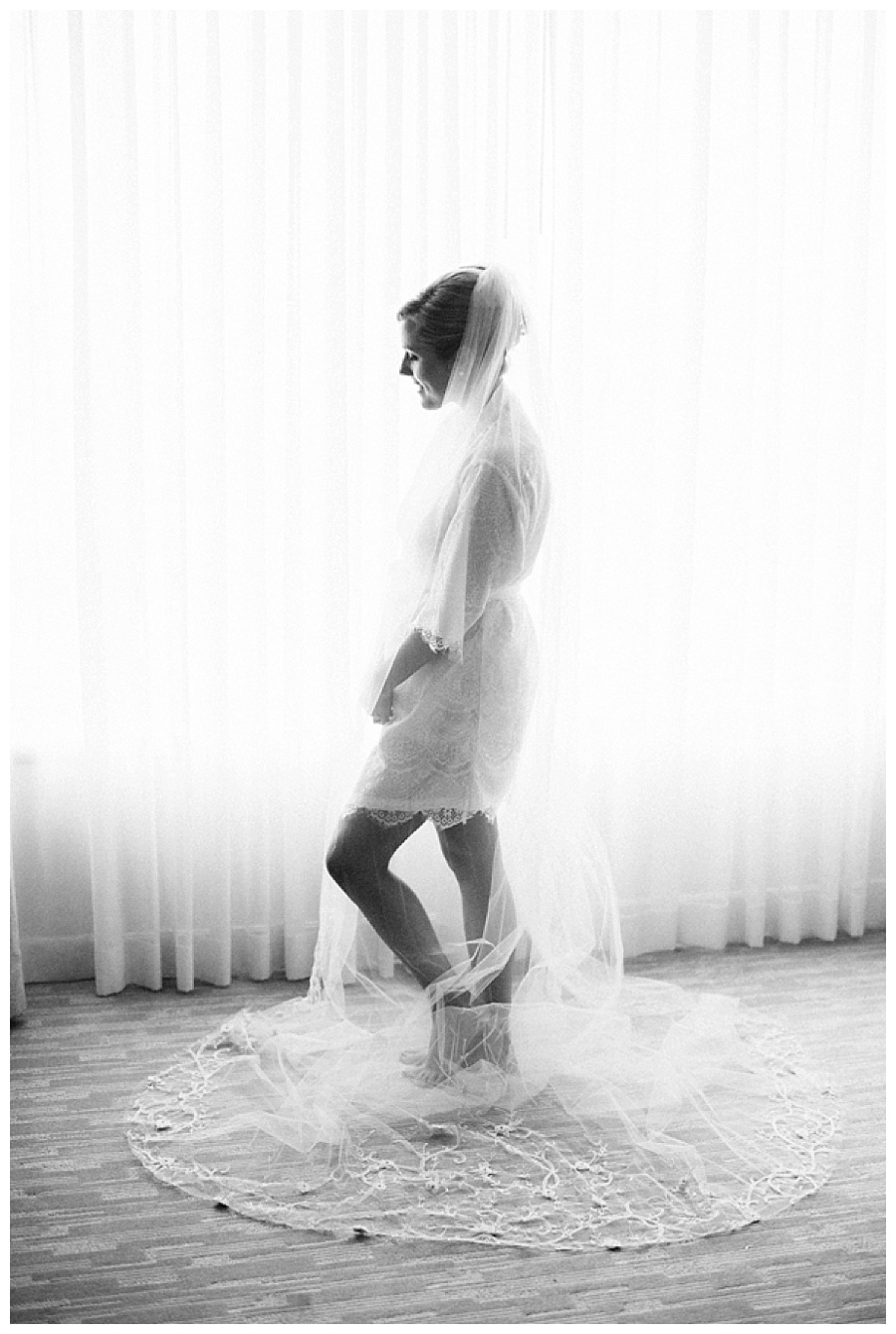 bride getting ready at Four Seasons in Denver CO