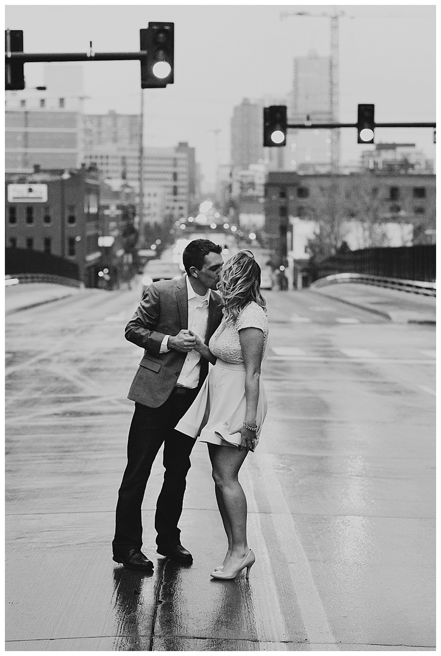 05 City engagement photos kissing in the rain